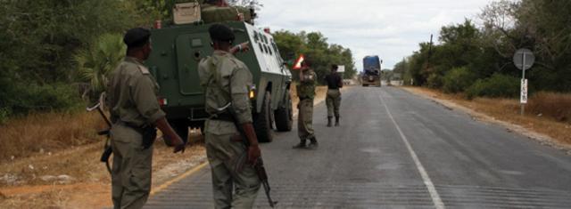 Segundo o Jornal Txopela, as forças militares de defesa e segurança governamentais (FDS) são acusadas de extorquir cidadãos no troço Caia-Nhamapadza.
