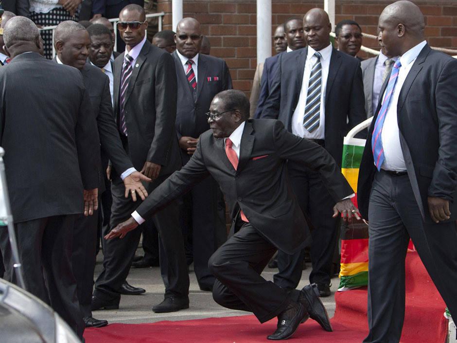 """Mesmo como cadáver, irei concorrer às eleições do próximo ano"""" - disse Mugabe"""