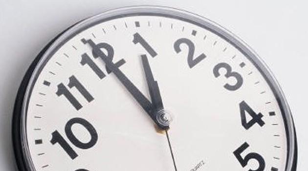 Os relógios vão adiantar uma hora na madrugada de domingo, dando início ao horário de verão em Portugal, segundo o Observatório Astronómico de Lisboa.