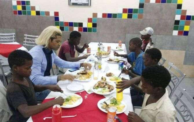 O treinador da selecção nacional de futebol, Abel Xavier, realizou esta quinta-feira o sonho de sete crianças de assistir pela primeira vez um filme em uma.