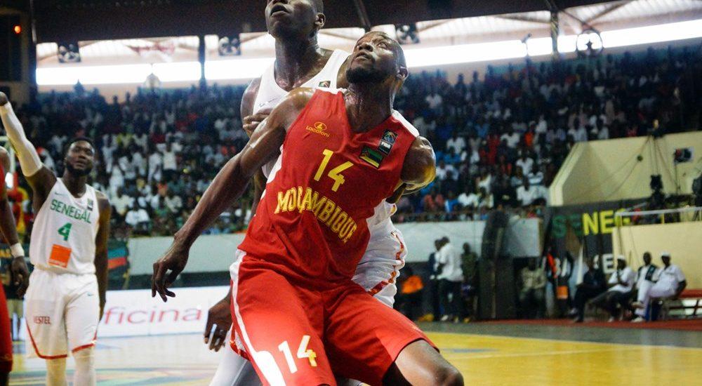 """A selecção nacional de basquetebol sénior masculina falhou, ontem, o apuramento para os quartos-de-final do """"Afrobasket"""" 2017 após perder com o Senegal por 80-49,"""