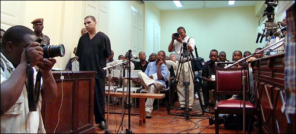 """""""Caso Albano Silva"""": Dia da sentença em 2008 foi uma vergonha total - Nini Satar, Este foi um dos polemicos julgamentos onde se encontravam pessoas"""