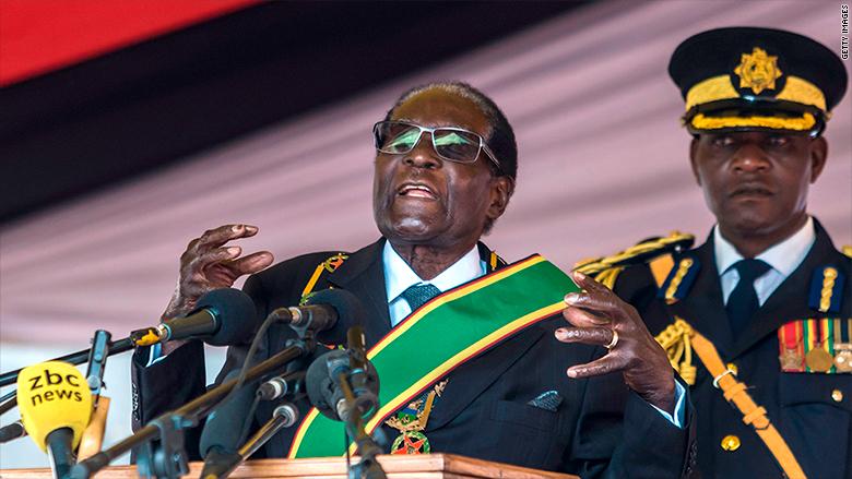 """""""Os covardes são aqueles que não podiam me bater quando eu era jovem, mas decidiram até fazer agora que eu tenho 93 anos"""" Robert Mugabe"""