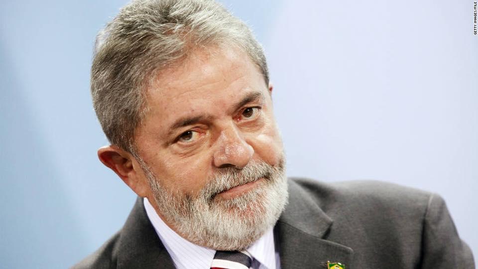"""O ex-presidente do Brasil """"Lula"""" da Silva, que está preso por corrupção, assume a candidatura pelo Partido dos Trabalhadores (PT) à Presidência do Brasil."""